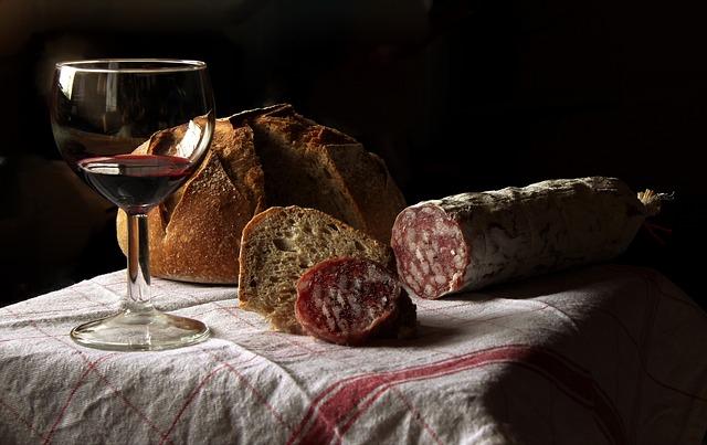salám, chléb a víno.jpg
